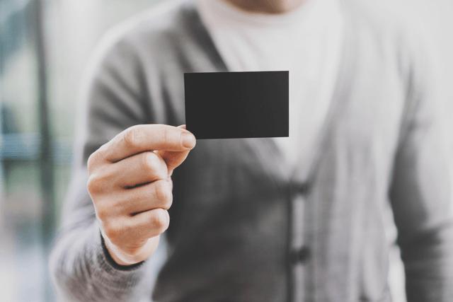 ブラックカード取得に必要な年収は?