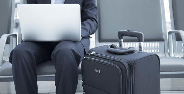 空港とスーツケース